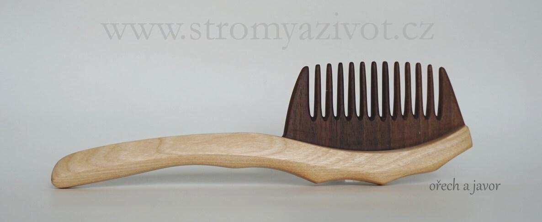 dřevěné hřebeny na vlasy
